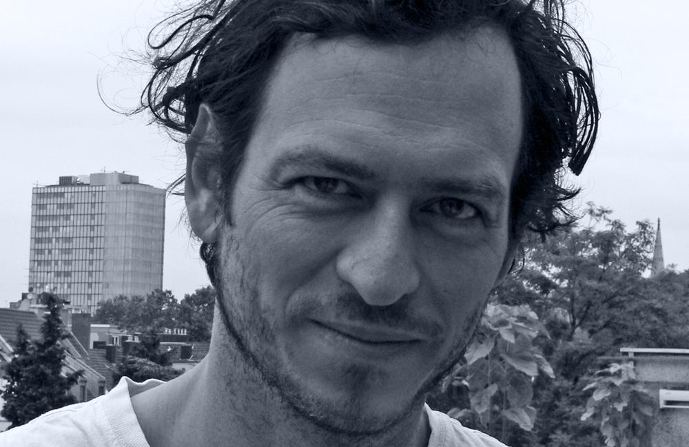 <p>Christoph Danne, geb. 1976 in Bonn, lebt in Köln. Er studierte Literatur- und Sprachwissenschaft in Berlin und Salamanca. Neben Beiträgen in Anthologien und Zeitschriften erschien der Gedichtband <em>finderlohn</em>(2011). Danne veranstaltet den Lyrikabend <em>HELLOPOETRY!</em> und die Literaturbühne gegenlichtlesenin Köln. Zudem betreibt er den <em>tauland-verlag.</em> 2013 wurde er mit dem Publikumspreis <em>Bachmannpreis für alle</em> (Literatur-Atelier Köln) ausgezeichnet.<br /> Foto © Christoph Danne</p>