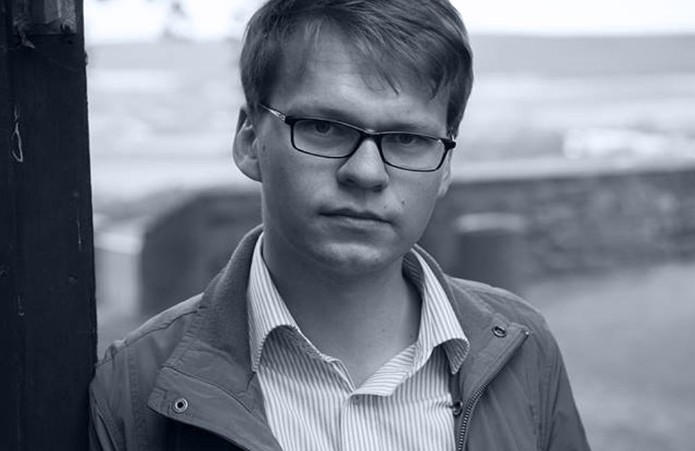 <p>Peter Neumann (Weimar) debütierte im Frühjahr 2014 mit seinem Band »geheuer« in der edition AZUR. In einer kühlen und doch extrem sinnlichen Sprache erkundet er die Landschaften des dünn besiedelte Ostseevorlandes, das mit seinen endlosen Weiten zum ziellosen 'Ströpern' einlädt. Viele seiner Gedichte sind auf einen Kern von wenigen Zeilen verdichtete Geschichten.<br /> Foto © Dirk Skiba</p>