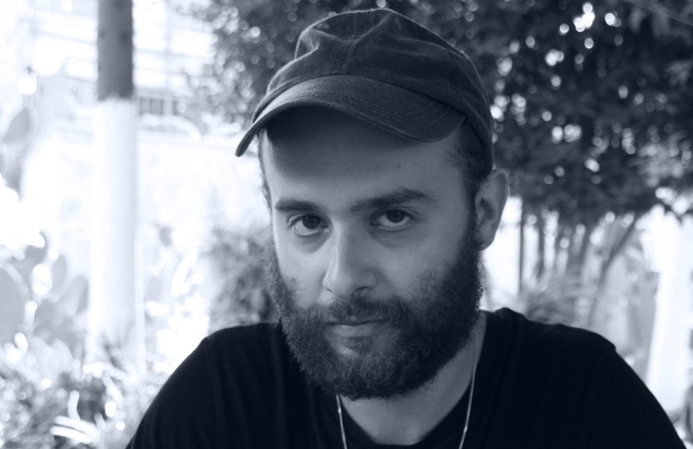 """<p>Yevgeniy Breyger wurde '89 in der Ukraine geboren, siedelte '99 mit seiner Familie nach Magdeburg über. Er studierte Literarisches Schreiben an der Uni Hildesheim und am Deutschen Literaturinstitut Leipzig. 2011 gewann er den Selma Meerbaum-Eisinger Literaturpreis, war 2012 Finalist beim 20. Open Mike. """"flüchtige monde"""", erschienen 2016 beim kookbooks-Verlag ist sein erster Gedichtband.</p>"""