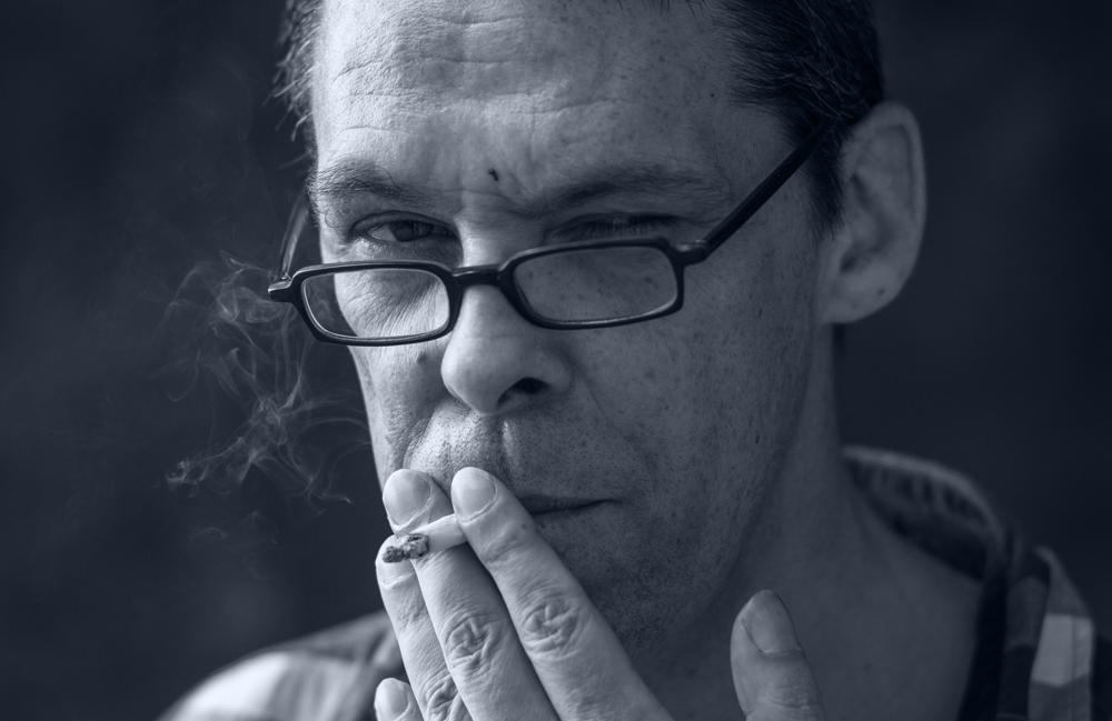 <p>Dominik Dombrowski, geboren 1964 in Waco (Texas) und aufgewachsen in Biarritz (Südfrankreich), studierte Philosophie und Literaturwissenschaften. Nach Gelegenheitsjobs als Nachtschichtleiter, Kellner in Thailand und Florist in einem Schnäppchenmarkt lebt er heute als Autor und Freier Lektor in Bonn. 2015 war er Finalist beim Lyrikpreis München (2015) und Stipendiat des Künstlerhauses Edenkoben, 2014 gewann er den postpoetry Lyrikpreis.<br /> Foto © Dirk Skiba</p>