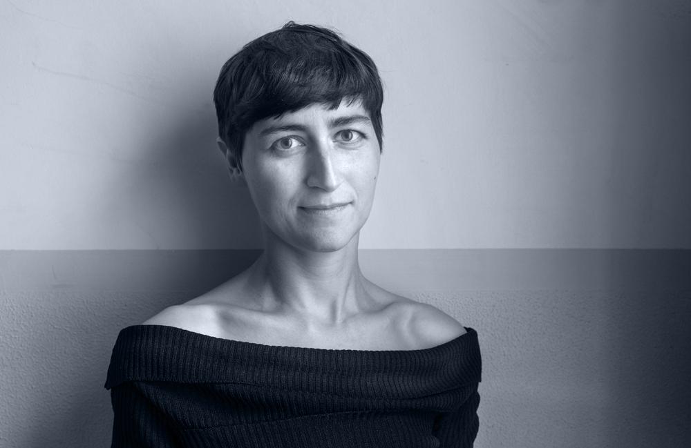 <p>Ulrike Almut Sandig, 1979 geboren, aufgewachsen bei Riesa, lebt in Leipzig und Berlin. Bisher erschienen drei Gedichtbände, Hörbücher und Hörspiele sowie ihre erste Prosaveröffentlichung FLAMINGOS (2010). Ihre Gedichte wurden vielfach ausgezeichnet, unter anderem mit dem Leonce-und-Lena-Preis 2009. Für FLAMINGOS erhielt sie zahlreiche Stipendien und Preise, darunter den Droste-Förderpreis der Stadt Meersburg (2012). Zuletzt wurde Ulrike Almut Sandig 2014 mit dem Arbeitsstipendium des Berliner Senats ausgezeichnet.<br /> Foto © Ludwig Rauch</p>